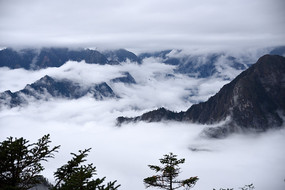 彭州九峰山风景区之背光峰(三口锅)