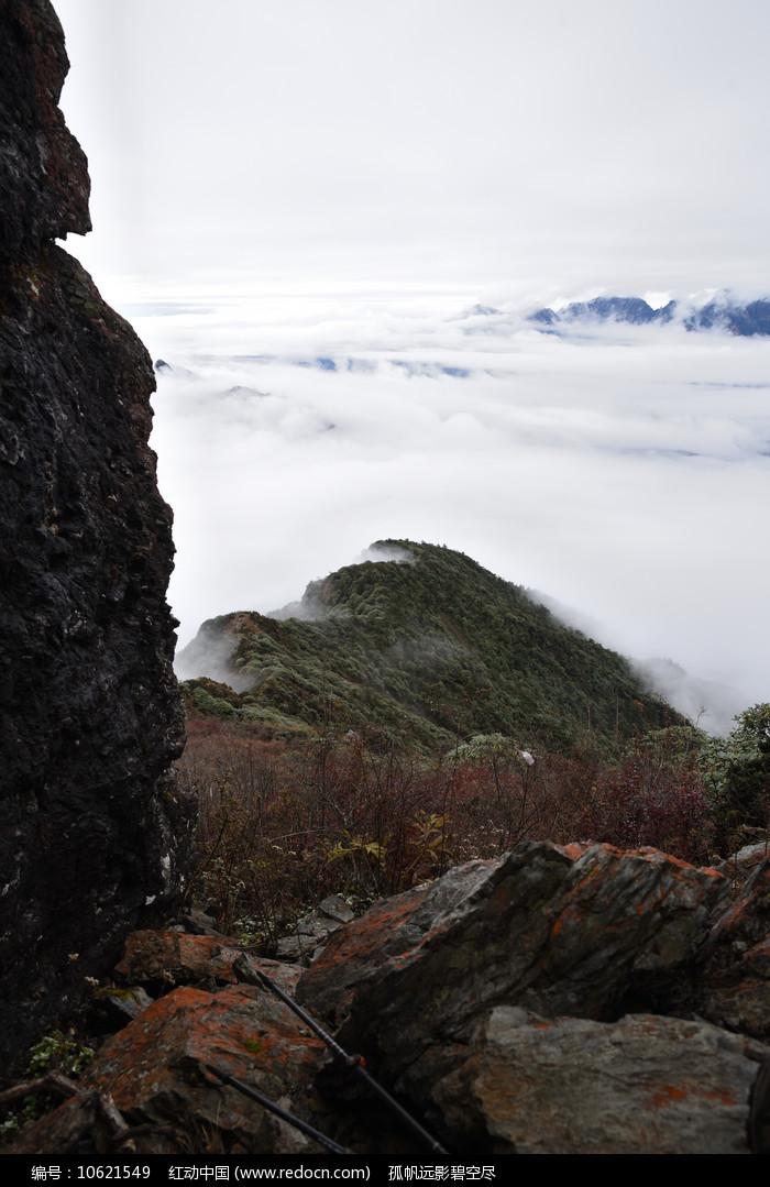 彭州三口锅的巨石山脊图片