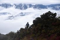 彭州三口锅树林山脊和远山