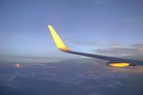 航拍晚霞-客机机翼