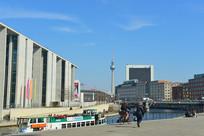 柏林电视塔及施普雷河城市风光