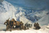 红军长征爬雪山雕塑