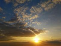 金色夕阳天空