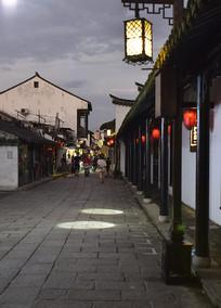 夜幕下的新场古镇街景