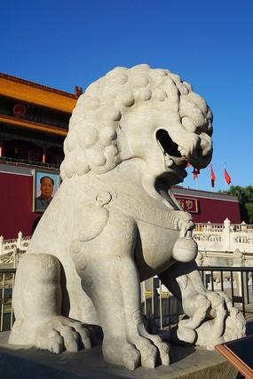 北京天安门城楼前的明代石狮
