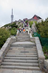 通向泰山玉皇顶的石阶