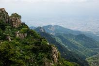 峰峦叠翠的泰山
