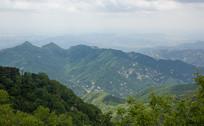 连绵不绝的泰山山脉