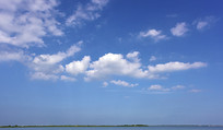 纯净的蓝天白云