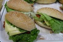 夹生菜面包