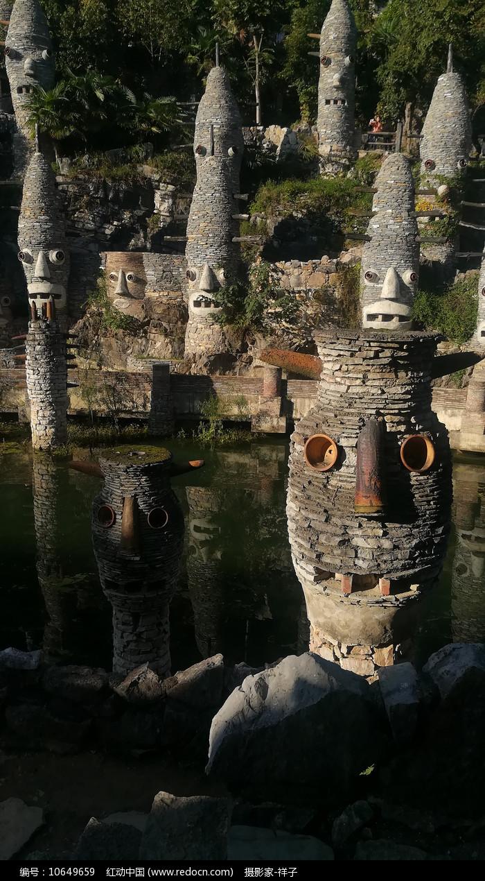 贵州贵阳夜郎谷的石头古堡图片