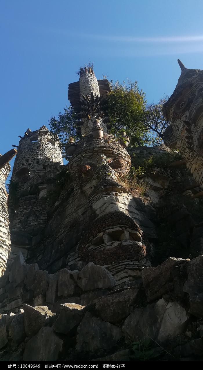 贵州夜郎谷的石头人图片