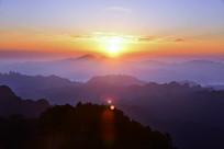 十堰赛武当清晨日出时的山峦