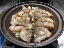 砂锅焗鲈鱼