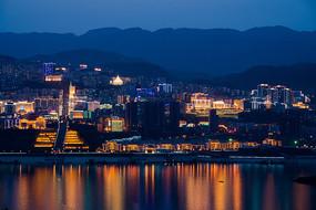 傍晚的巫山县城夜景