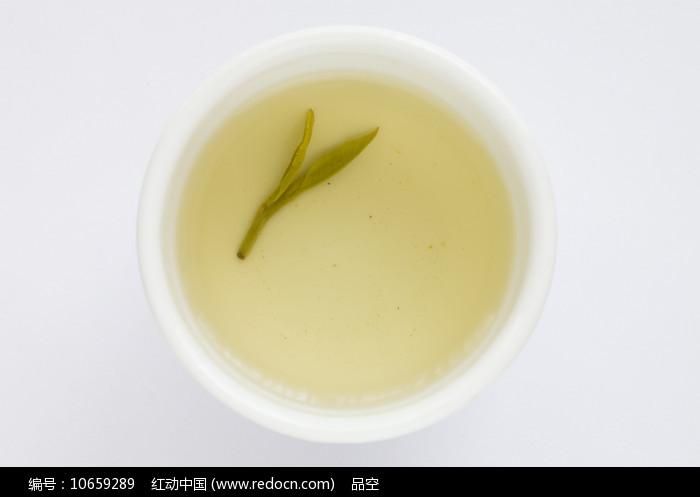 茶碗里的西湖龙井茶茶汤图片