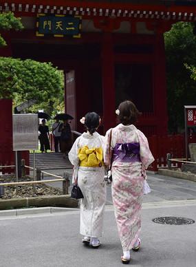 穿着和服的日本美女背影