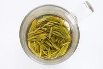 嫩绿色的西湖龙井茶