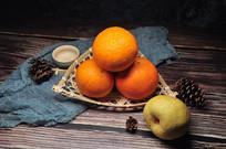 一组橙子和香梨的组合静物