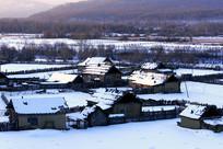 呼伦贝尔边塞山村农家冬雪