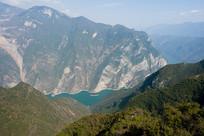 巫山黄岩观景台俯视巫峡风光