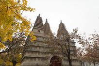 秋天黄昏的北京五塔寺