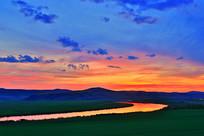 呼伦贝尔草原河湾灿烂的夕阳