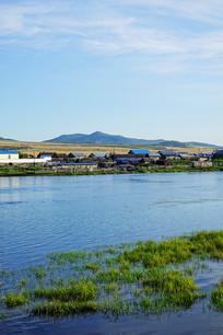 内蒙古河岸乡村农家
