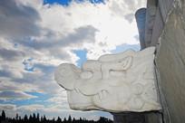 北京天坛祈年殿排水的龙出水石雕