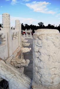 北京天坛祈年殿云望柱和龙出水石雕
