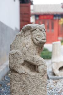 造型怪异的中国石狮子
