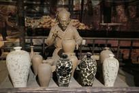 古人制作瓷器上色雕塑