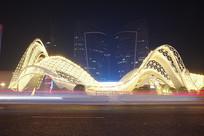 武汉光谷广场夜景-入云银龙