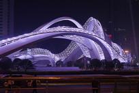 武汉光谷广场星河夜景-巨臂