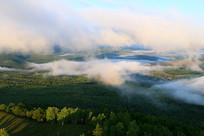 云雾飘荡的大兴安岭山峦树林