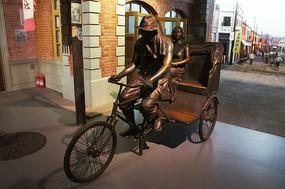 老式人力三轮车雕塑图片