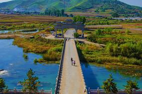 辽阳龙峰寺俯视溪水石桥与山