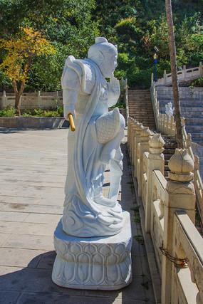 龙峰寺齐天大圣孙悟空侧身雕塑