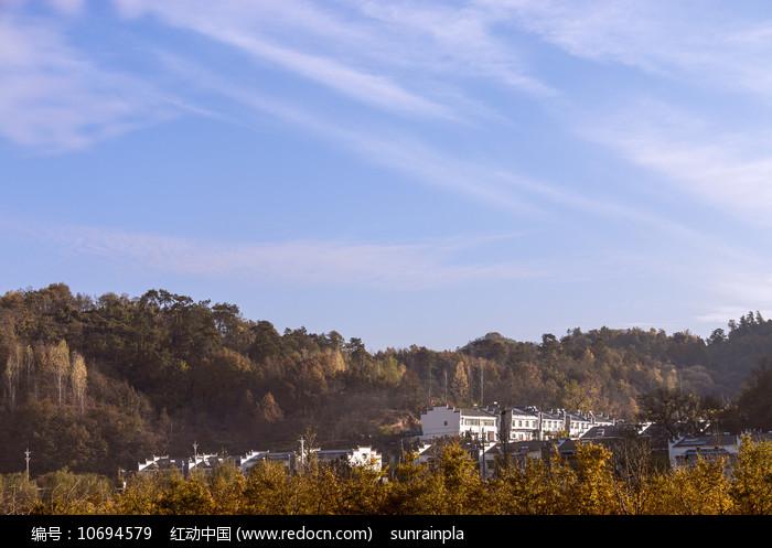 山村的早晨图片