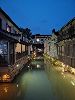 乌镇河道的夜景