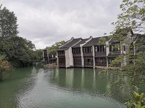 乌镇临河的建筑