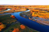 金色树林蓝色河湾