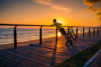 三亚骑行者和夕阳