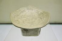 白釉牡丹纹叶形瓷枕北宋
