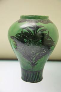 绿釉划牡丹纹大口瓶金代