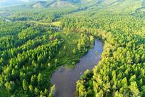 大兴安岭蜿蜒的山林河流