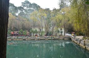 公园湖泊风光图片