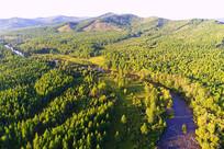 航拍大兴安岭秋季森林河流