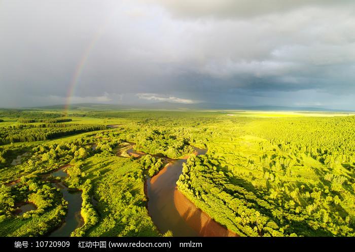 大兴安岭雨后河湾彩虹 图片