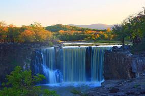 镜泊湖瀑布秋季风光